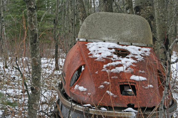 abandoned_snowmobile_junk_rusty_old.jpg